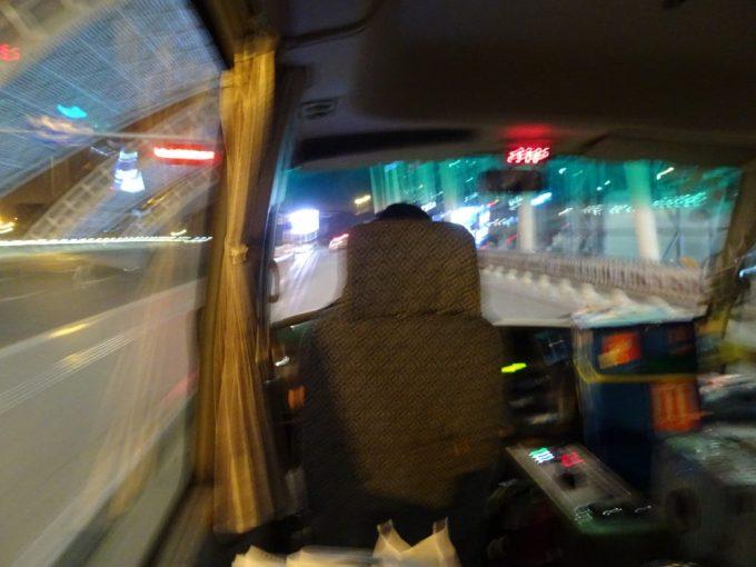 バスにてトランジットホテルへ