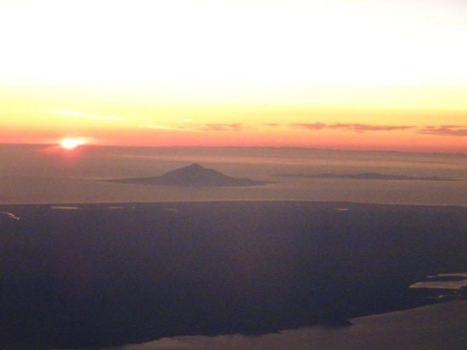 利尻礼文、機内からの夕日がきれい
