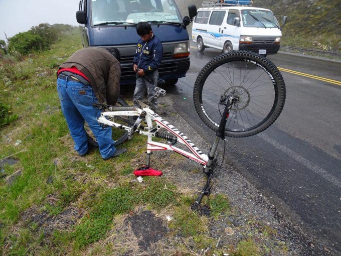 マウンテンバイクパンク修理