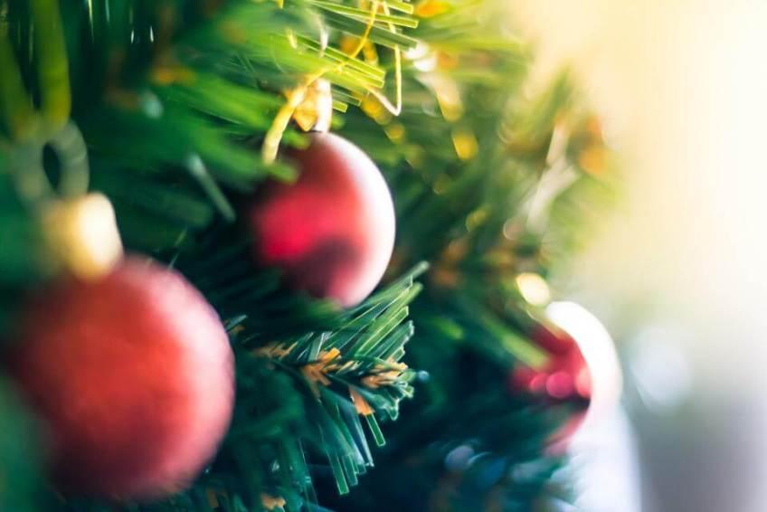 Seasonal Decorator Side Business Idea ryrob Ryan Robinson
