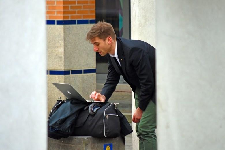 Come bilanciare la creazione di contenuti con i viaggi con un blog di viaggio