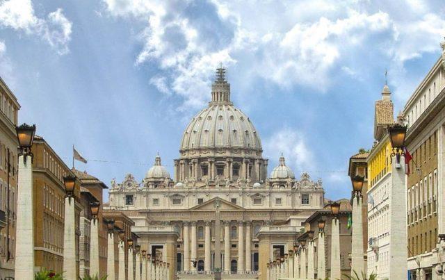 Watykan - widok fasady bazyliki od strony Via Conciliazione