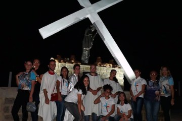 Jovens de Solidão marcam presença na Caminhada da Juventude em Ingazeira