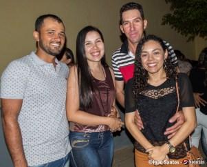 Rafaela Gomes secretária adjunta de saúde de Solidão com esposo e amigos