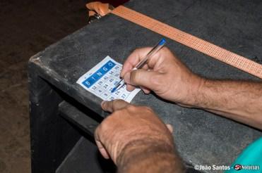Solidanense marcando a cartela do bingo