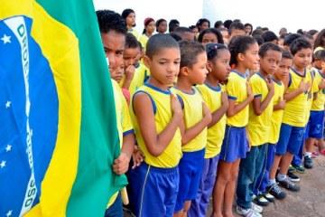 Governo de Pernambuco diz que não vai cumprir pedido do MEC sobre hino nacional
