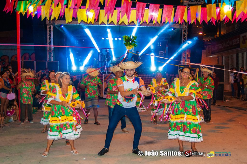 """Grupo de Idosos """"Dança da Peneira"""" – Foto: João Santos/ S1 Notícias/ Divulgação"""