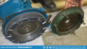 On the left the hevier shortnose flywheel. On the right the lighter '66 engine flywheel. Saab definitely went for a sporty feel with the triple carb longnose.