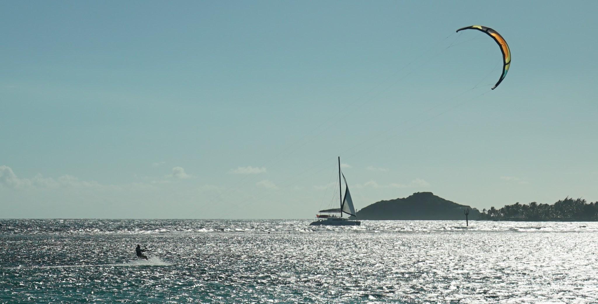 Tunnelmapalassa Jaakko, purjevene ja Palm Island.