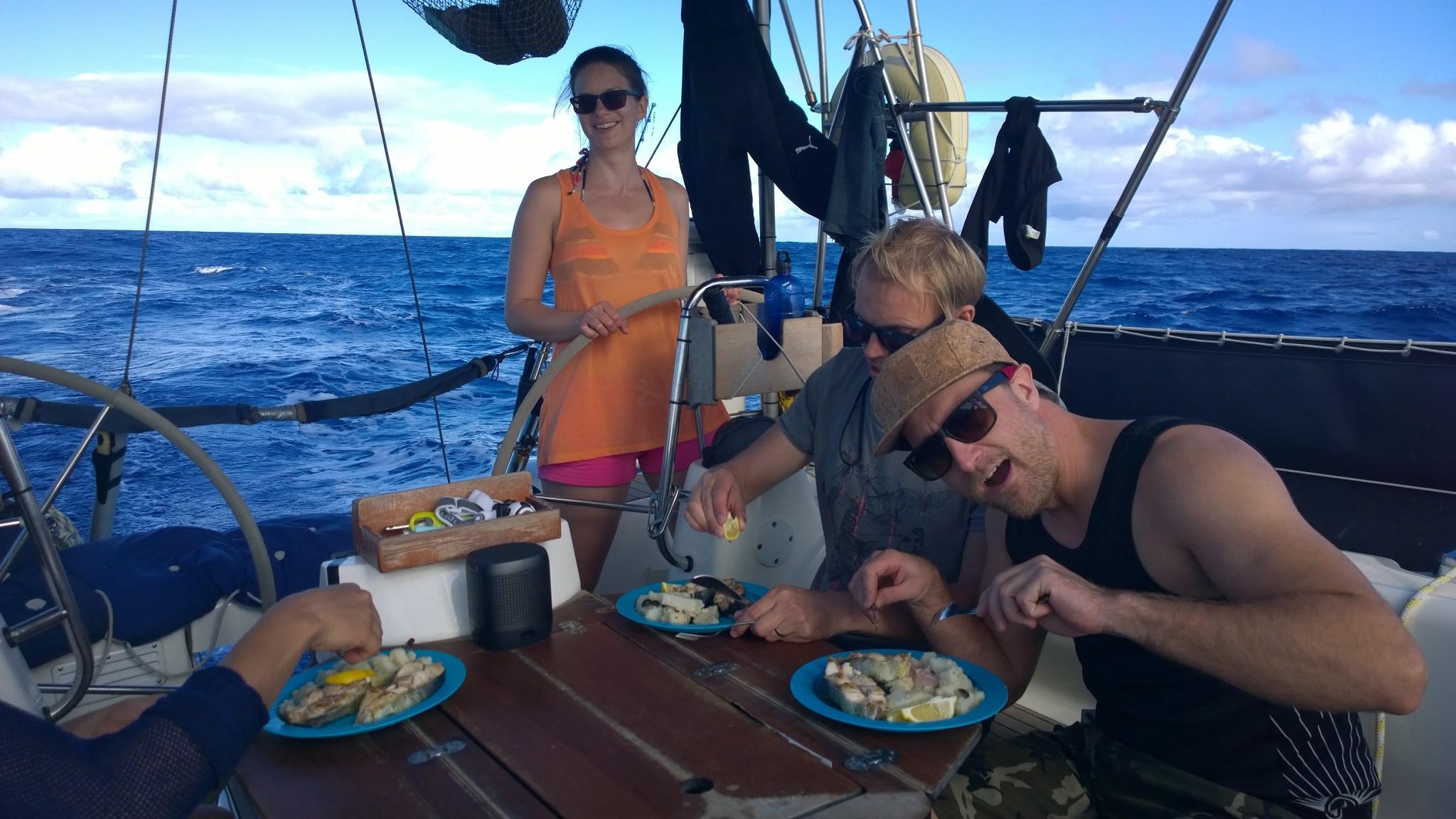 Tuuli tai ei, ruoka ja etenkin pannukakut saa aina hymyn korviin! Seuraavalla Atlantin ylityksellä onkin mielenkiintoista, kuka tekee yhtä hyvät pöperöt kuin Axel?