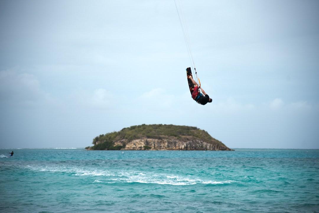 Aika räiskiä temppuja. Jussi hyppää saaren yli.