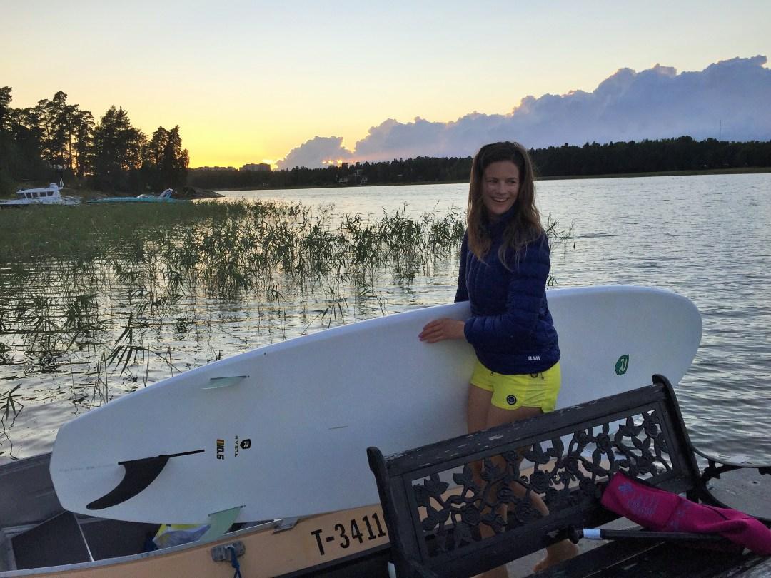 Oli aika lämmin ilta, mutta heti kun aurinko alkoi laskea ja tultiin vesiltä, oli pakko heittää untsikka niskaan!!