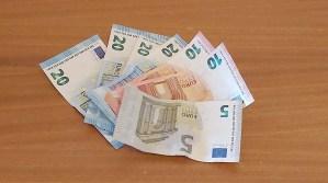 Mikä on riittävä talouspuskuri? Näin suomalaiset rakentavat talouspuskurinsa yllättäviä menoja varten