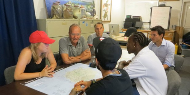 Minister Kamp meets with young entrepreneurs on Saba (Photo RCN)