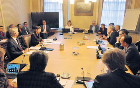 The First Chamber's Permanent Committee for Kingdom Relations met with Minister Ronald Plasterk and State Secretary Jetta Klijnsma on Tuesday to discuss the implementation of the Senate's motion to set a social minimum for the Caribbean Netherlands. (Suzanne Koelega photo)