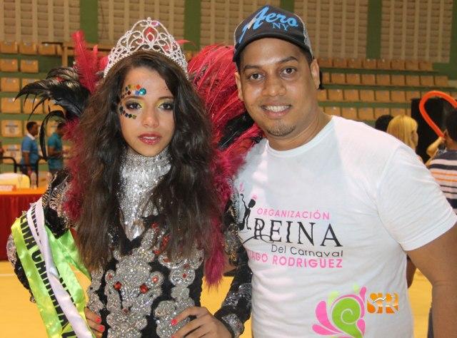 Luz Emelia Tejada (Reina) y Marcos Lora (organizador).