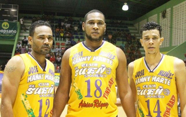 Leandro Cabrera (izq), Juan Ortega (centro) y Leandro Hidalgo (der) del club El Sueño.