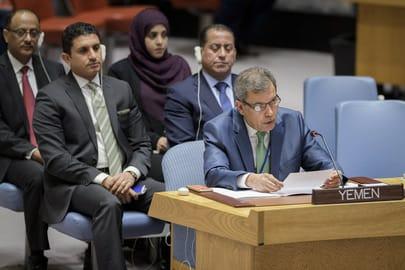 الحكومة اليمنية تجدد حرصها على خيار السلام وإنهاء الصراع على أساس المرجعيات رغم عراقيل الميليشيا