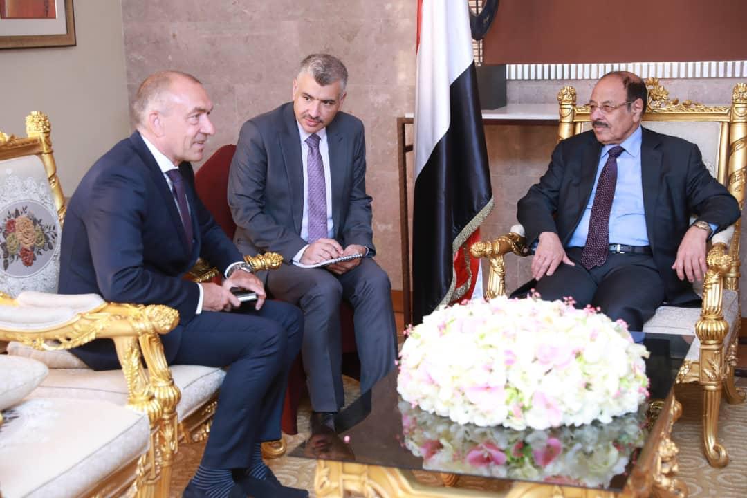 نائب رئيس الجمهورية يلتقي رئيس لجنة تنسيق إعادة الانتشار وبعثة الأمم المتحدة بالحديدة