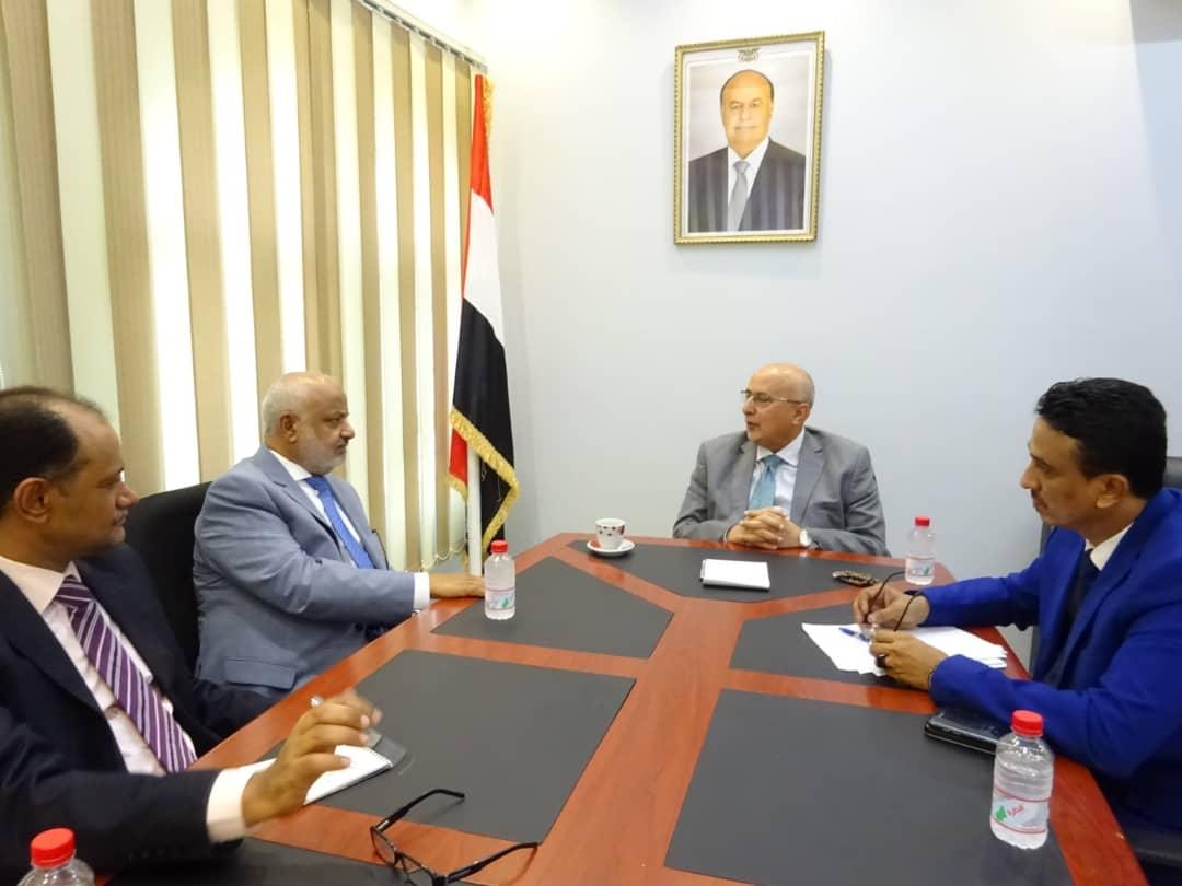 وزير الإدارة المحلية يلتقي محافظ الحديدة ويؤكد دعم السلطات المحلية