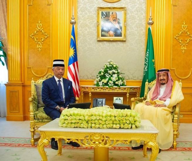 خادم الحرمين الشريفين يبحث مع ملك ماليزيا العلاقات الأخوية وآفاق التعاون بين البلدين