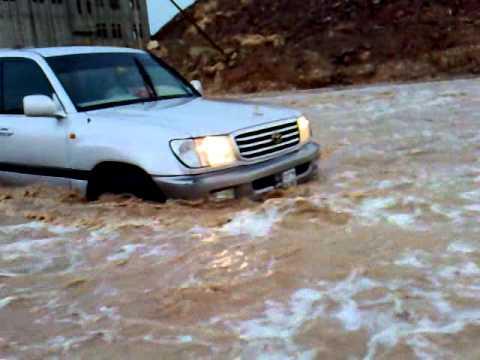 Photo of وفاة شاب وفقدان آخر وأضرار مادية جرّاء الأمطار والسيول في شبوة