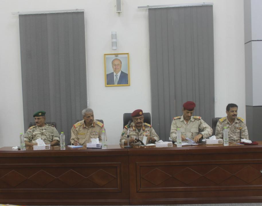اجتماع موسع لقادة المحاور والألوية العسكرية بالمنطقة الرابعة