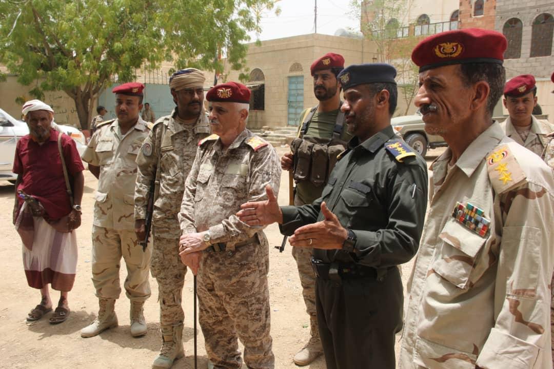 طيمس يطلع على مستوى الجاهزية القتالية والمعنوية في المنطقة العسكرية الأولى