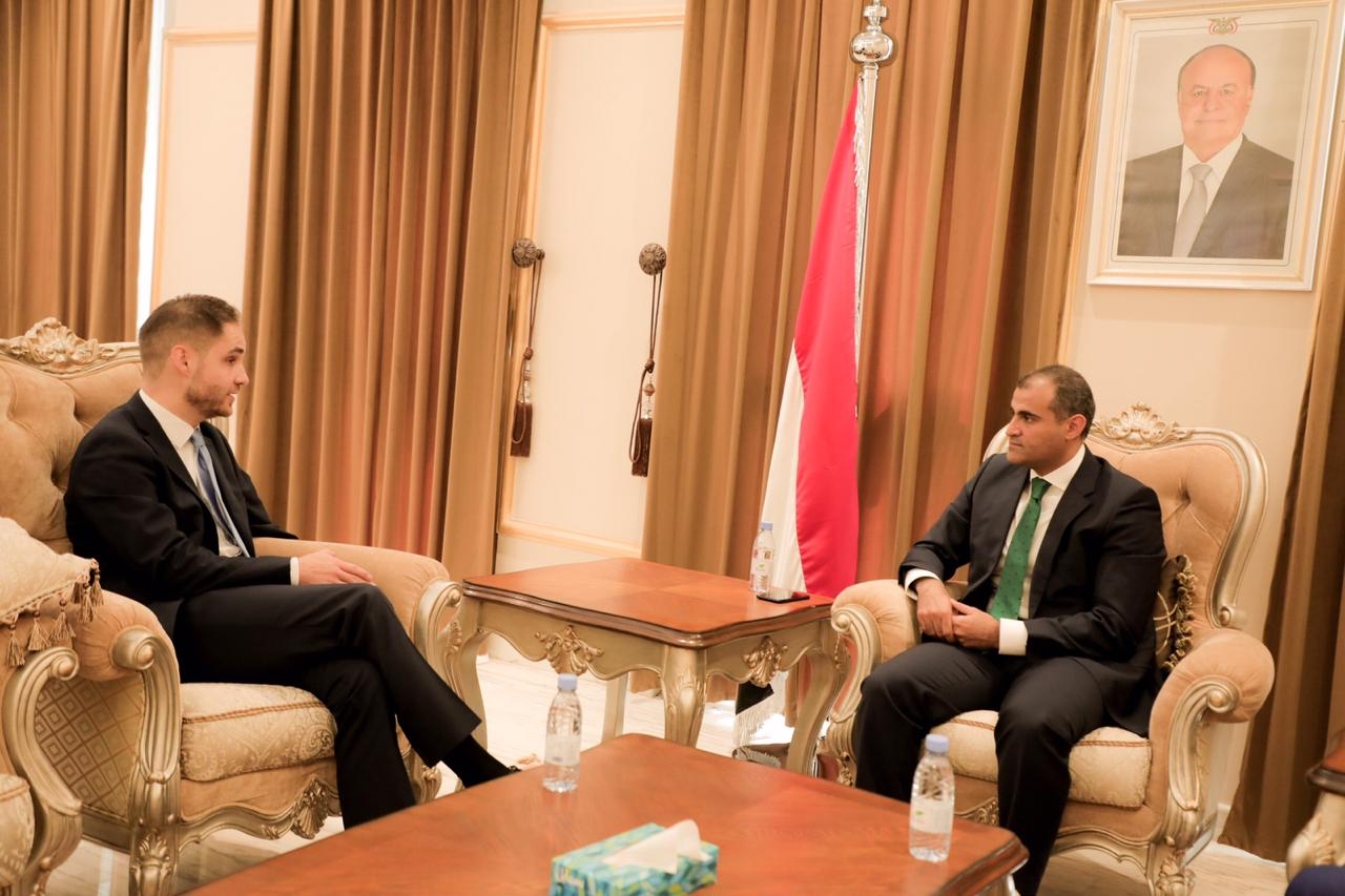 Photo of الحضرمي يبحث مع القائم بأعمال السفارة الالمانية مستجدات عملية السلام في اليمن