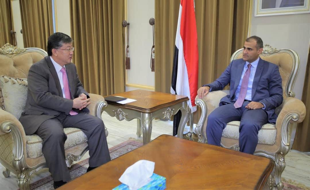 Photo of وزير الخارجية يبحث مع السفير الكوري التعاون الثنائي بين البلدين