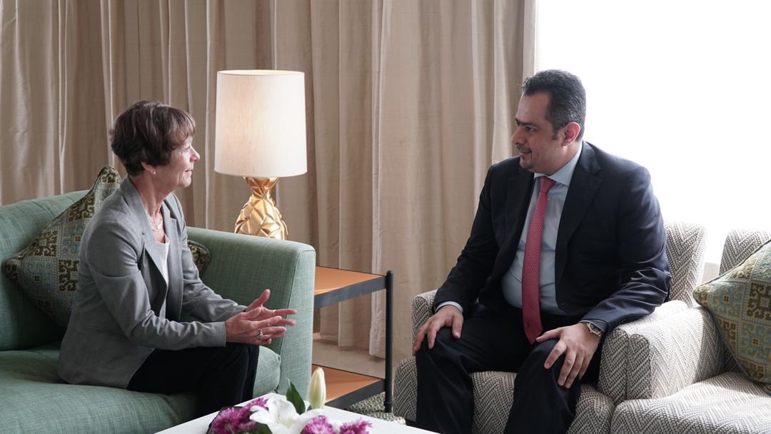 Photo of رئيس الوزراء يستقبل سفيرة المانيا الاتحادية لدى اليمن