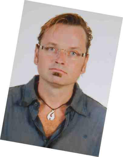 pasfotootje met gerepareerde bril :-)