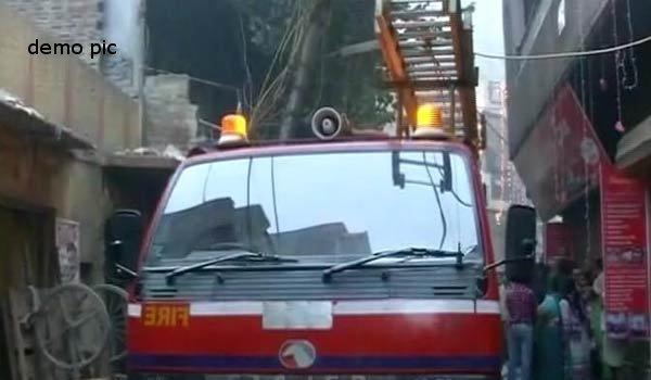 5 injured in Fire at toy shop in delhi