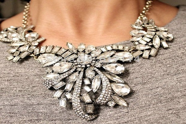 FASHION TIPS - Creating Personality From Selecting The Right Accessory