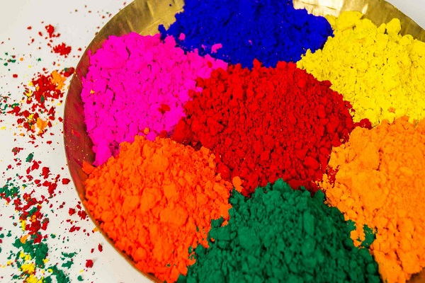 HAPPY HOLI 2018: These precautions take time to buy colors on holi