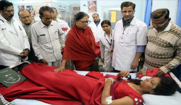 Rajasthan CM gives ex-gratia to kin of Ajmer cylinder blast victims