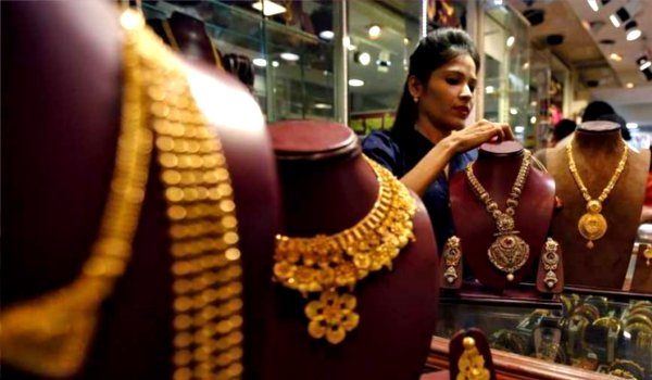 Gold falls Rs 220 and silver Rs 400 on weak global cues, low demand