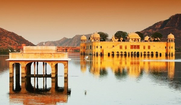 Youth body found floating in Jal Mahal in jaipur