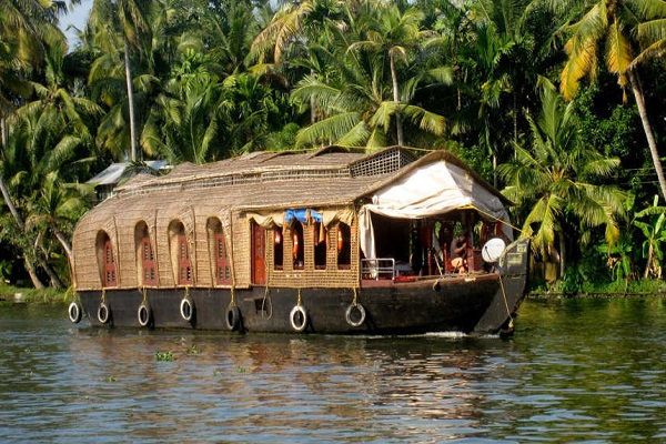 like Venice then go to Alleppey city of Kerala