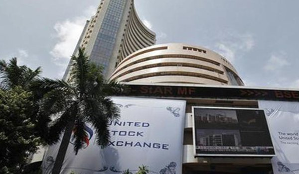 Sensex plunged 306 points, Nifty below 10,450