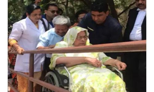 पूर्व मुख्यमंत्री अर्जुन सिंह की पत्नी अपने पुत्र के खिलाफ पहुंची कोर्ट