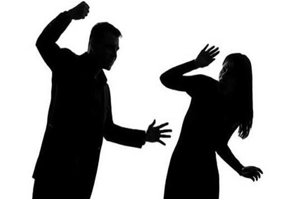 फिल्मी प्रेमकहानी के बाद पुलिस ने युवती को सौंपा परिजन को