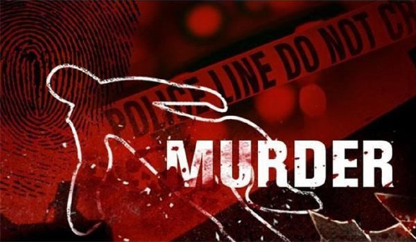 man kills wife and two kids in mau