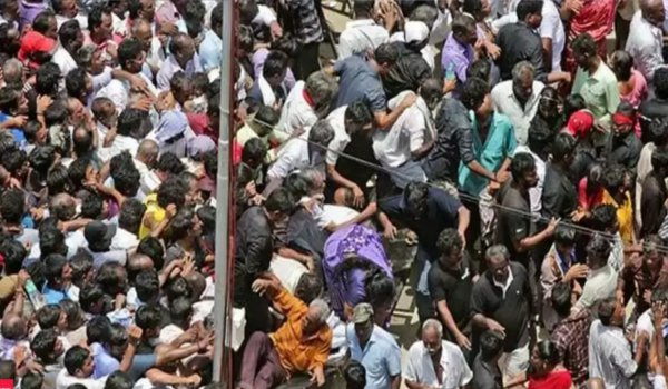 Karunanidhi funeral : two dead, over 35 injured in Stampede at rajaji hall