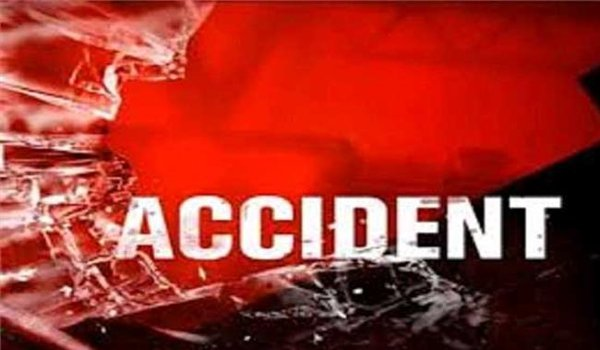 one killed as uncontrollable truck entered into shop in Pratapgarh