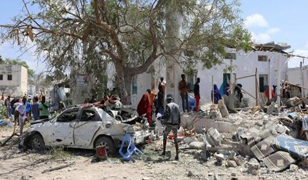 At least 6 killed, 14 injured in suicide bombing on government office in Mogadishu