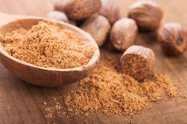 nutmeg beneficial for beauty care in hindi