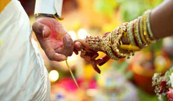 husband helps his own wife get married to her lover in Mirzapur