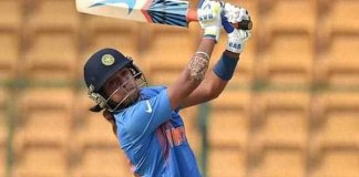 Harmanpreet kaur hits 8 sixes to become first indian woman to 100 in T20