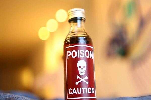 family head gave poison to whole family due lack of loan